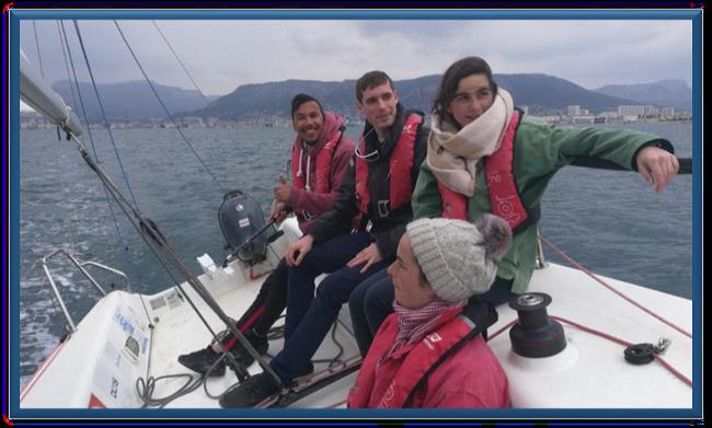 Des jeunes de cités participent à une régate de bateau