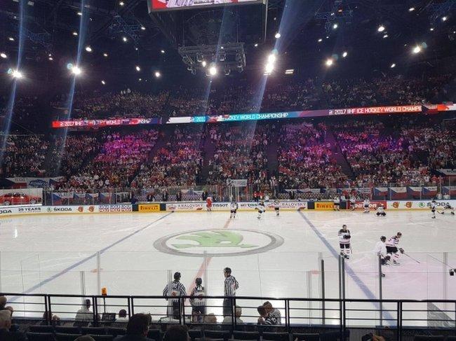 hockey sur glace championnat du monde 2017 8 000 spectateurs pour assister l 39 affiche. Black Bedroom Furniture Sets. Home Design Ideas