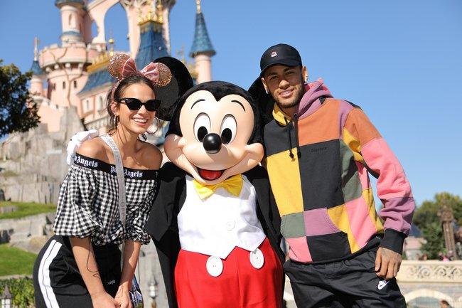 Neymar donne le coup d'envoi