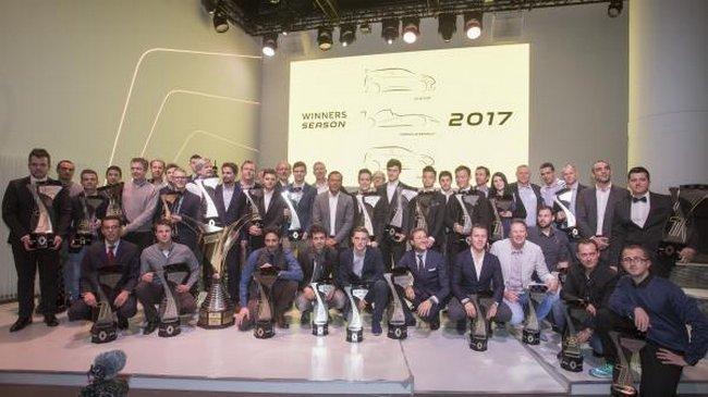 renaultsportracingcelebreseschampions2017.jpg