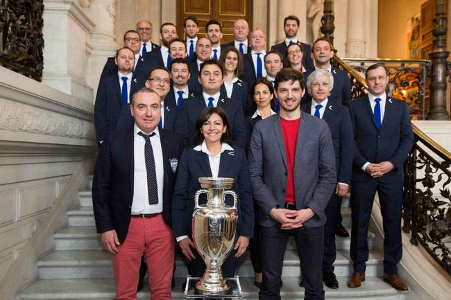 SMUGGLER habilleur officiel de Paris, ville hôte de l'EURO 2016 1