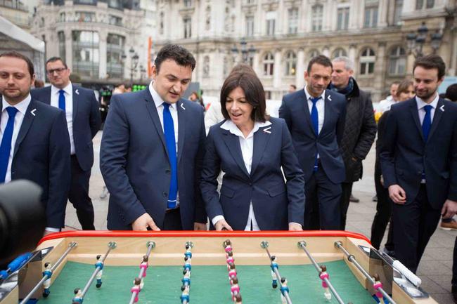 SMUGGLER habilleur officiel de Paris, ville hôte de l'EURO 2016 2